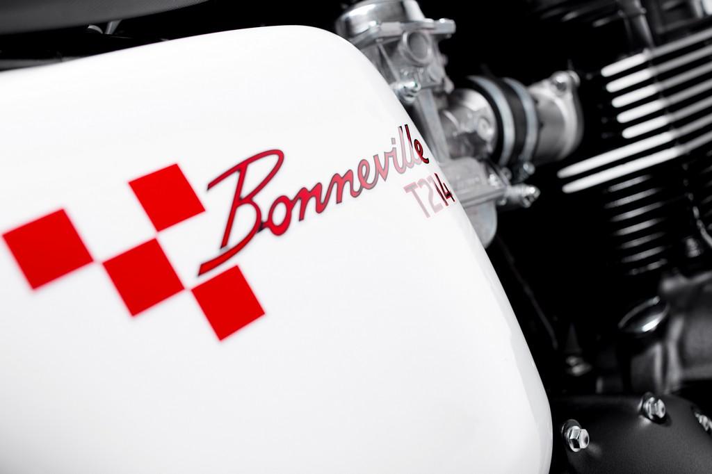 Triumph Bonneville T214 15