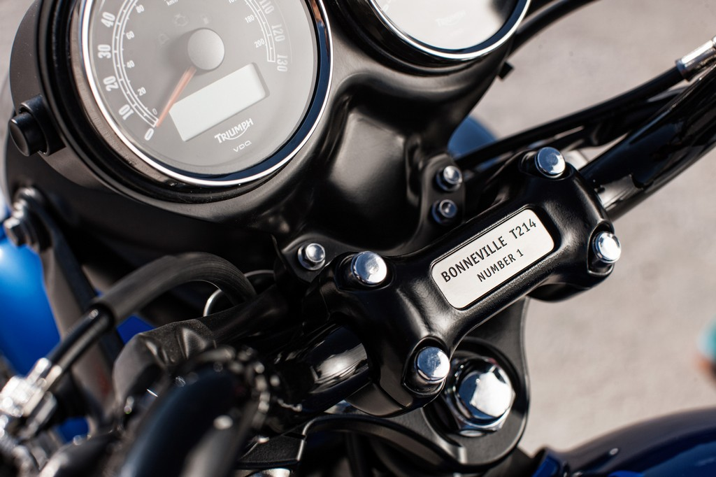 Triumph Bonneville T214 3