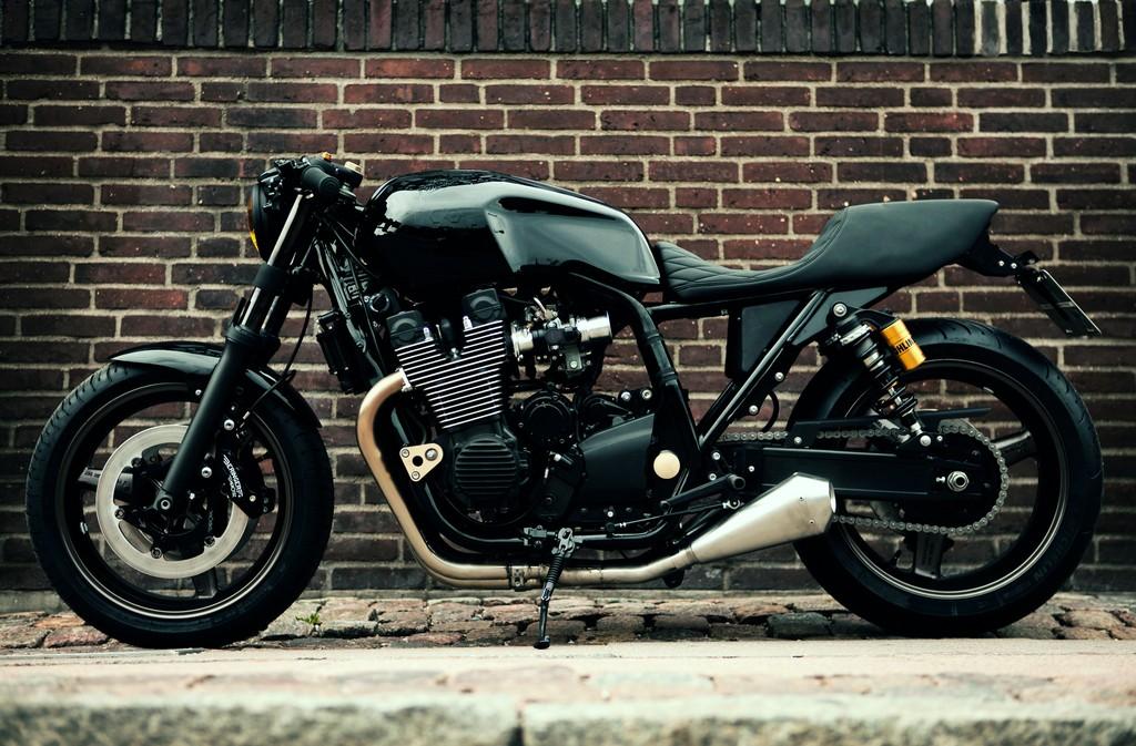 Yamaha XJR1300 Skullmonkee Lato
