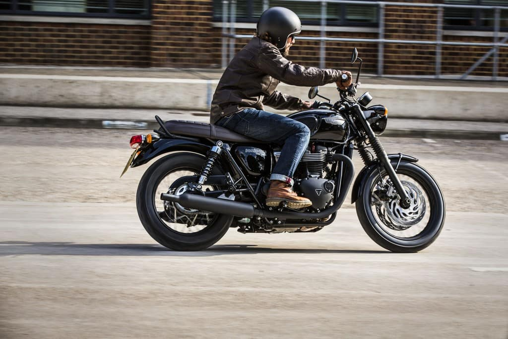 Triumph Bonneville T120 Black In Strada-1