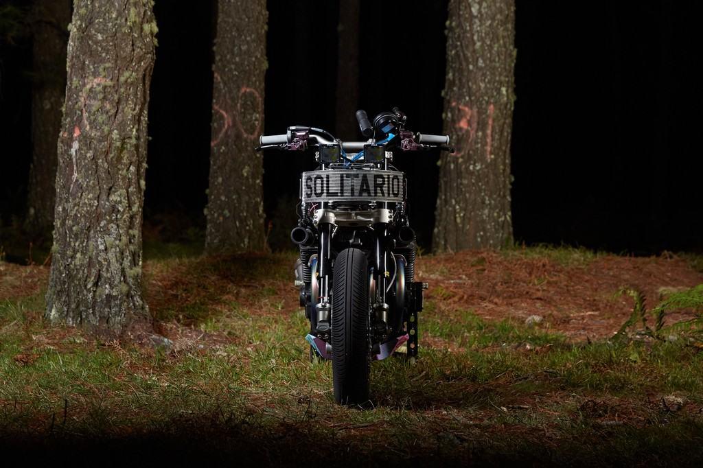 Yamaha XJR1300 Big Bad Wolf El Solitario Davanti
