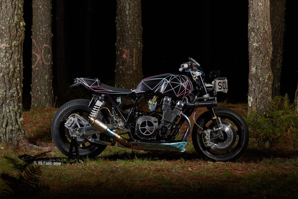 Yamaha XJR1300 Big Bad Wolf El Solitario Lato Destro