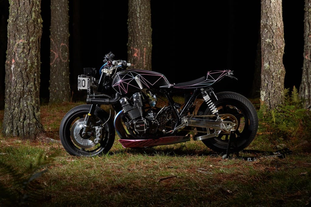 Yamaha XJR1300 Big Bad Wolf El Solitario Lato