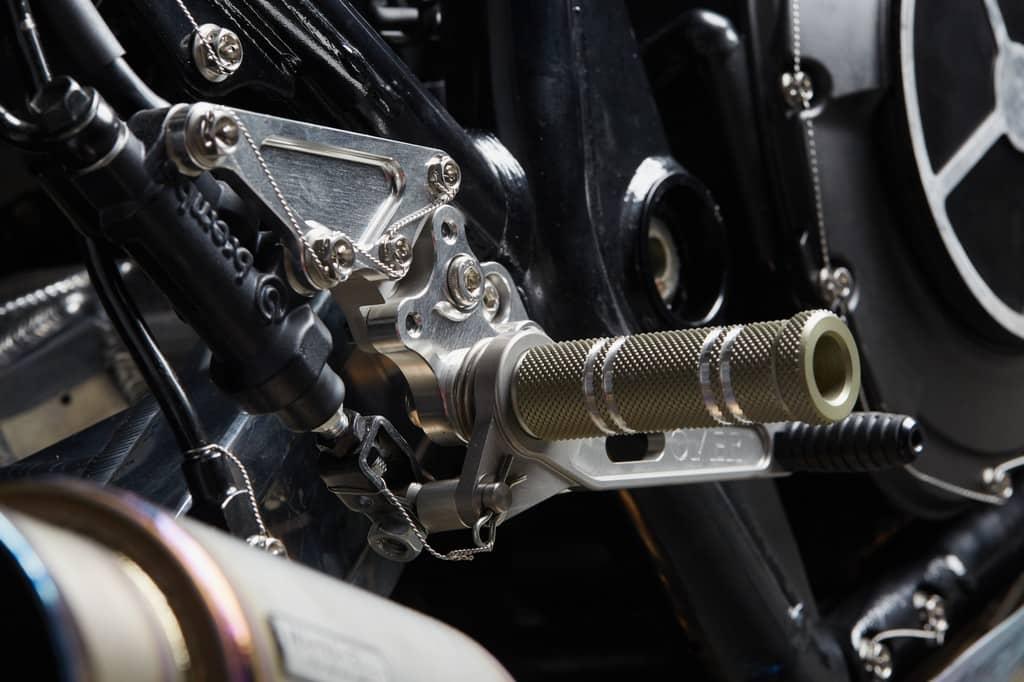 Yamaha XJR1300 Big Bad Wolf El Solitario Pedivella