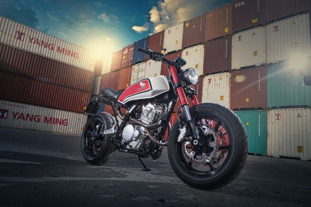 Honda NX650 Dominator Cafe Ricycles Tre Quarti