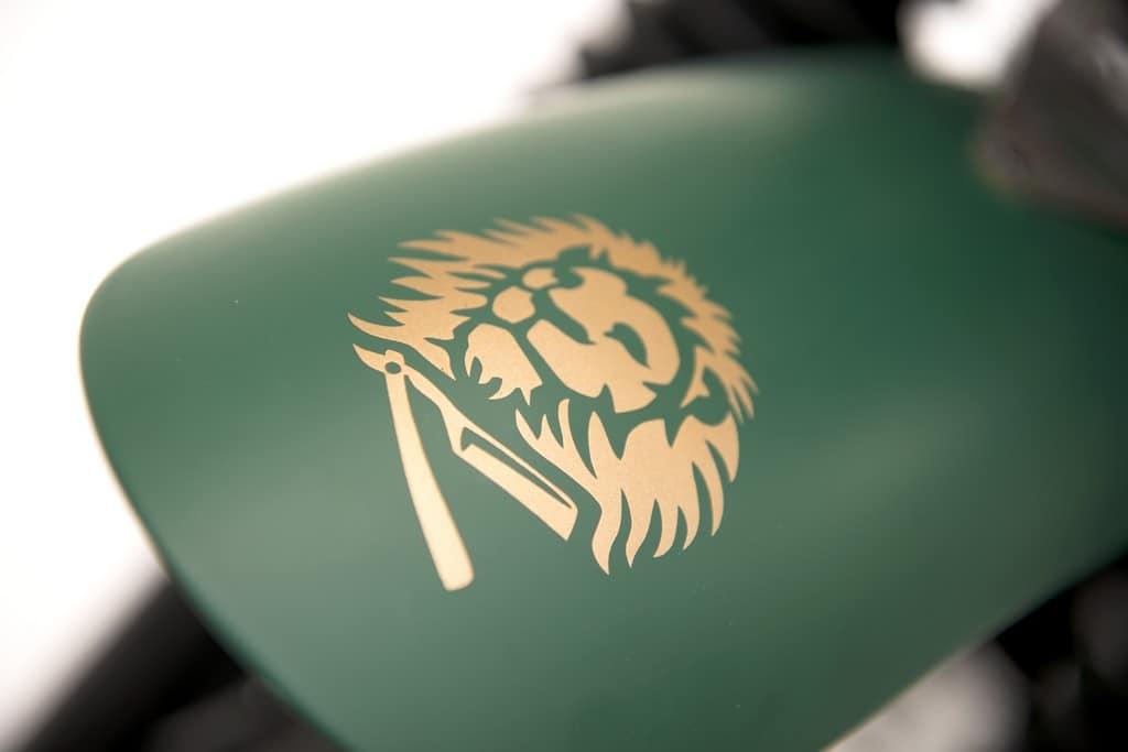 Triumph Scrambler Alo Barber Proraso Logo Parafango