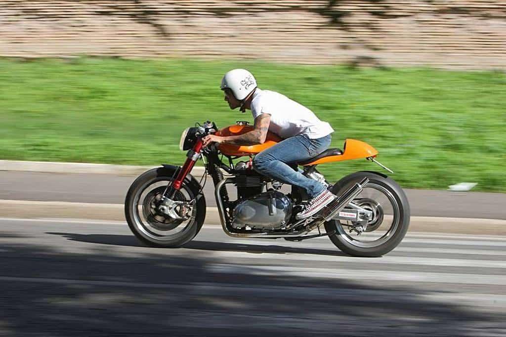 Triumph Bonnie by Dini Strada
