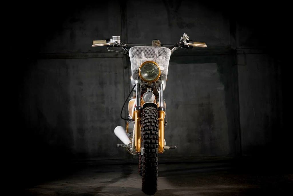 Suzuki GN125 Daisy by Dream Wheels Heritage Davanti