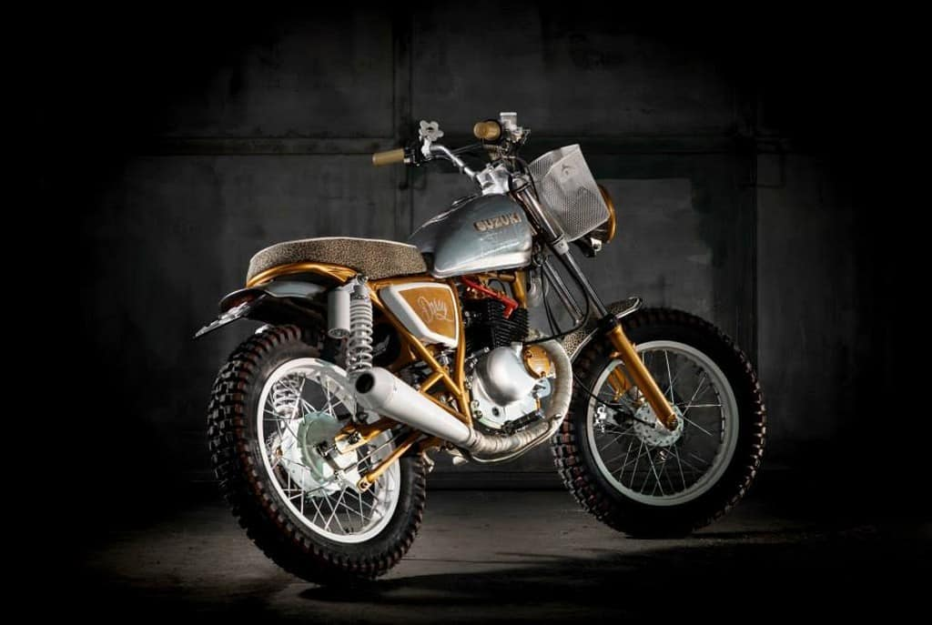 Suzuki GN125 Daisy by Dream Wheels Heritage Tre Quarti Posteriore