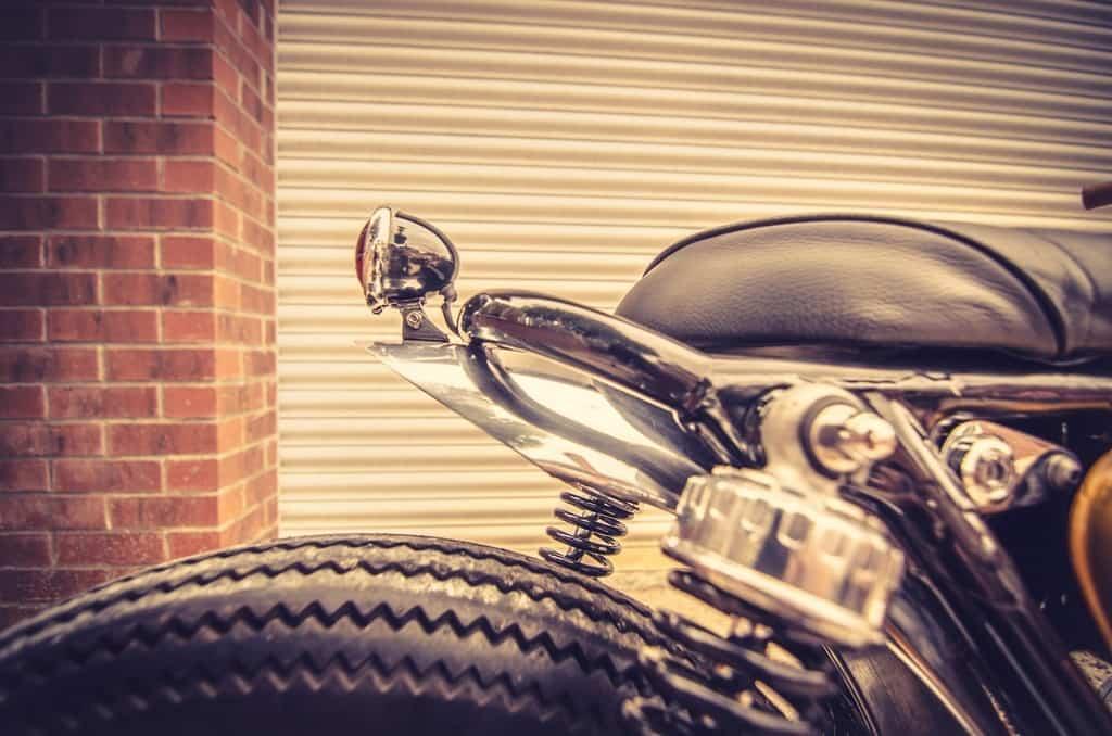 Honda CB 450 Bobber Down e Out Cafe Racers Lue Posteriore