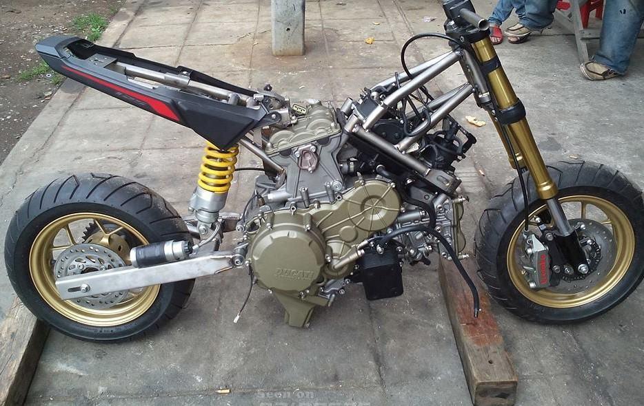 honda-grom-ducati-1199-motore-10
