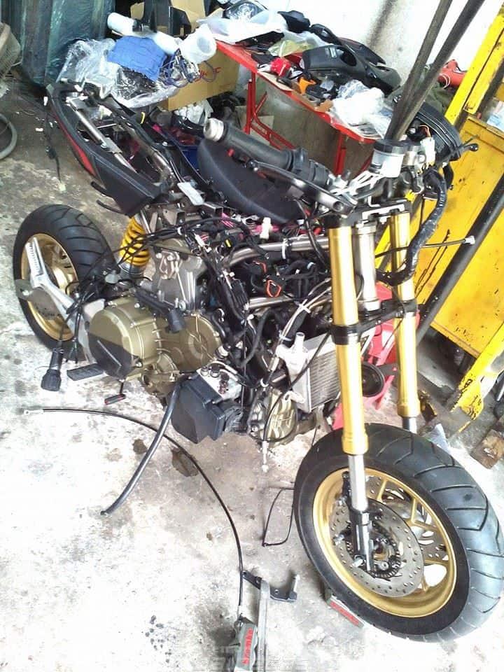 honda-grom-ducati-1199-motore-11