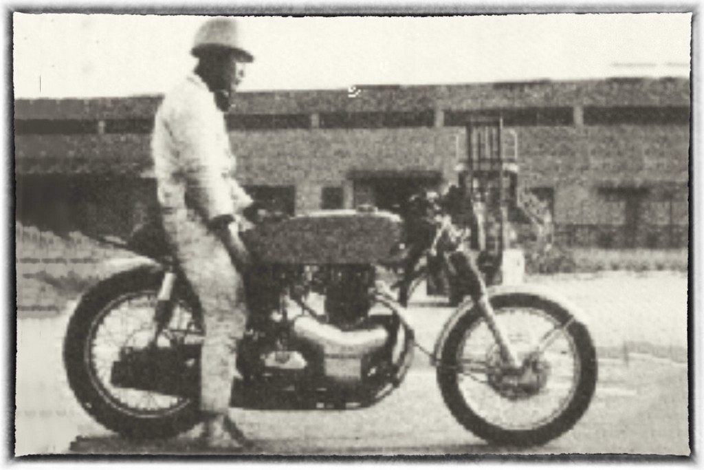 Raccia Motorcycles W1R 08