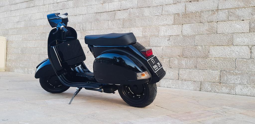 Vespa Black Custom 10