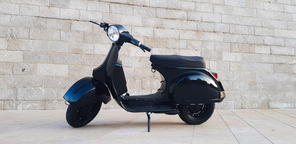 Vespa Black Custom 12