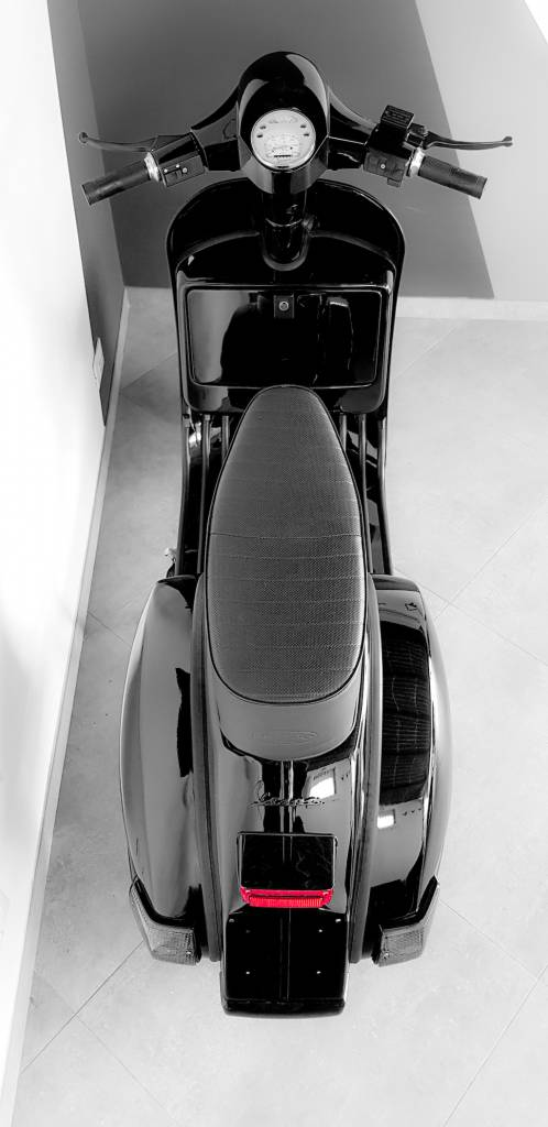 Vespa Black Custom 17