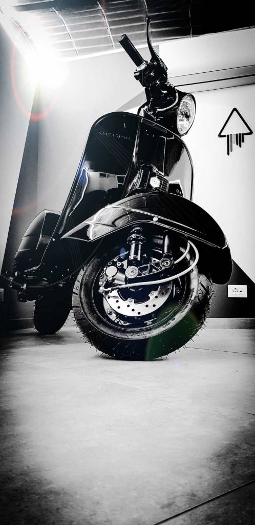 Vespa Black Custom 19