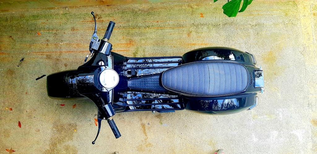 Vespa Black Custom 22