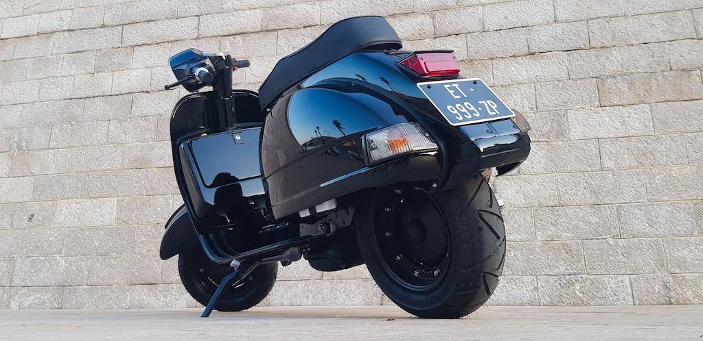 Vespa Black Custom 23
