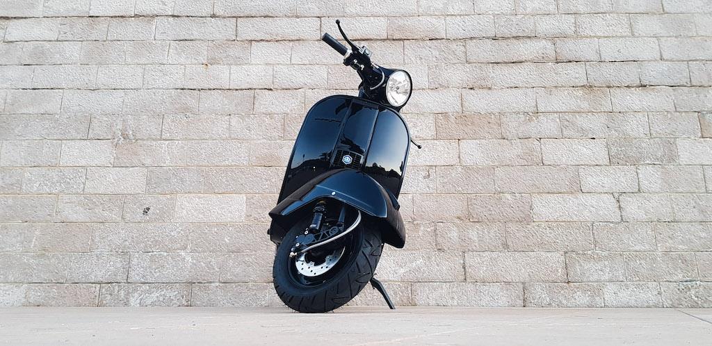 Vespa Black Custom 4