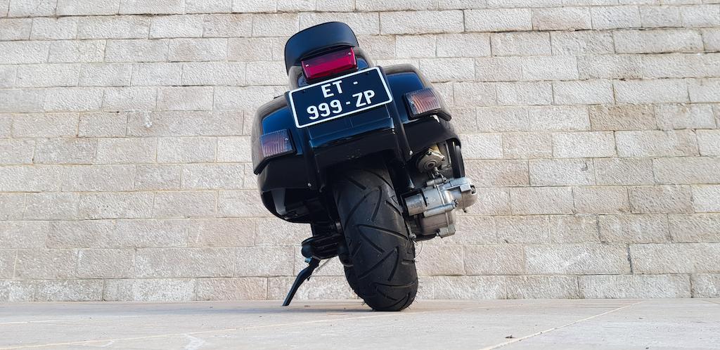 Vespa Black Custom 6