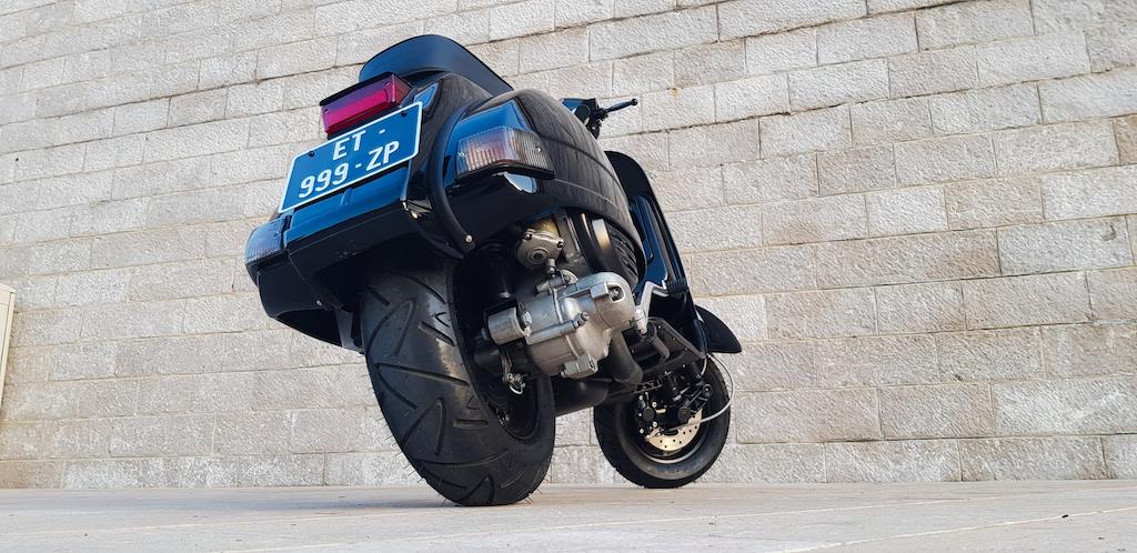 Vespa Black Custom 7