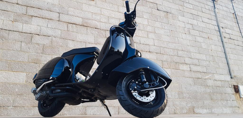 Vespa Black Custom 8