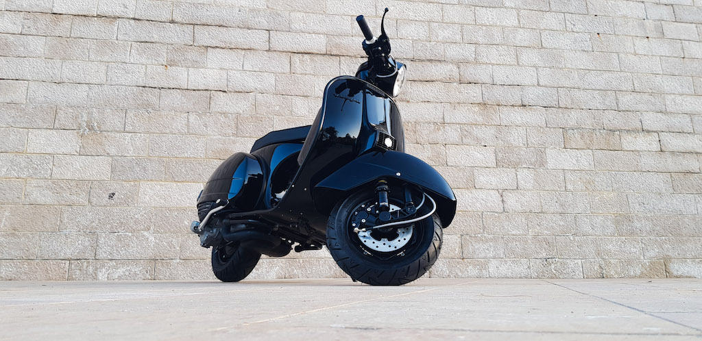 Vespa Black Custom 9